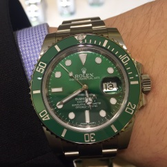 While I dislike the sunburst blue dials that Rolex uses on their yellow gold and steel & gold Submariners, this sunburst green dial is probably the second best dial that Rolex makes (behind the Smurf blue dial of the white gold Submariner).